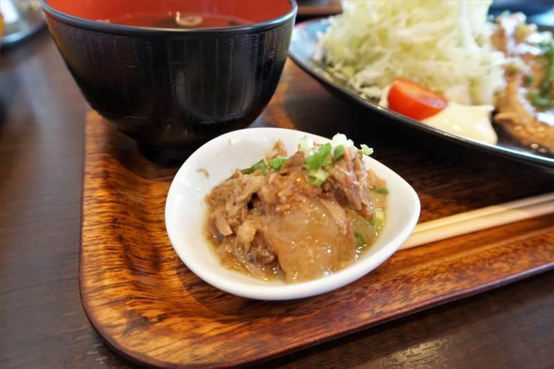 「究極の生姜焼き定食」にセットの小鉢