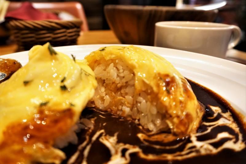 カフェヨシミのオムハヤシライス