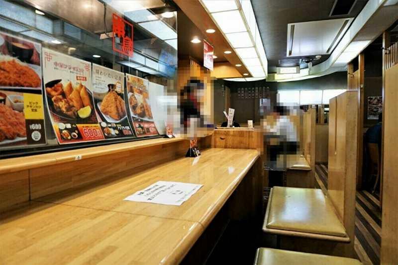 串鳥三番街店のカウンター席からの眺め