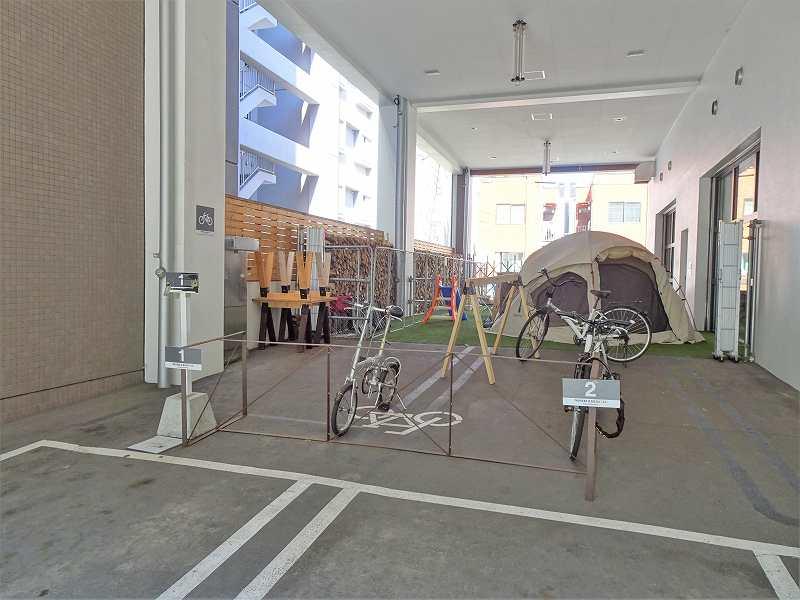 「モリヒコ ステイアンドコーヒー」の駐輪場のようす