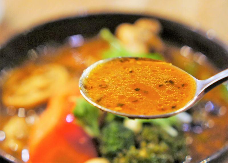 ガラクのスープカレーのスープ