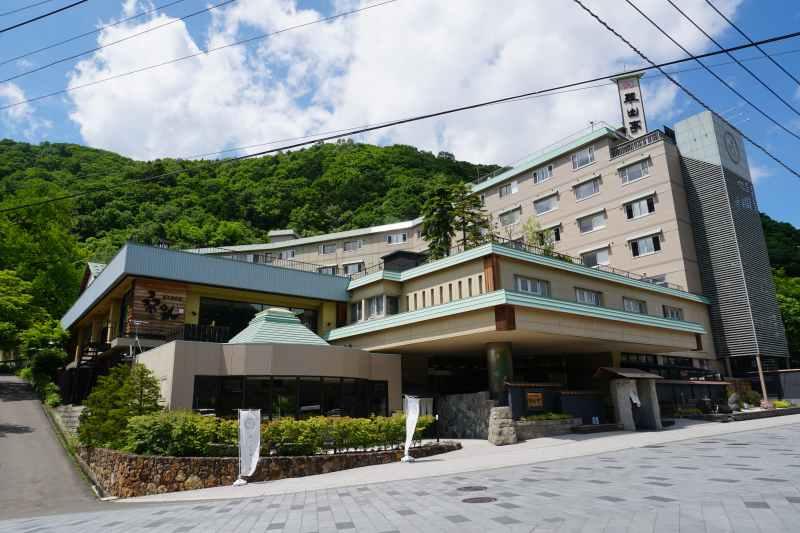 翠山亭の建物外観