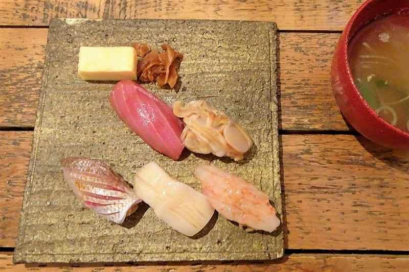 TAKU円山のランチコースのお寿司