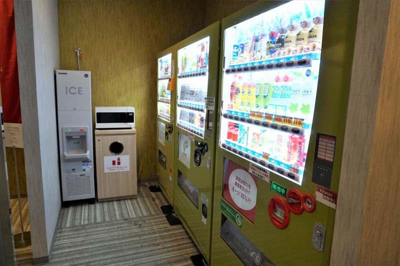 「JR INN 札幌駅南口」の製氷機と電子レンジ