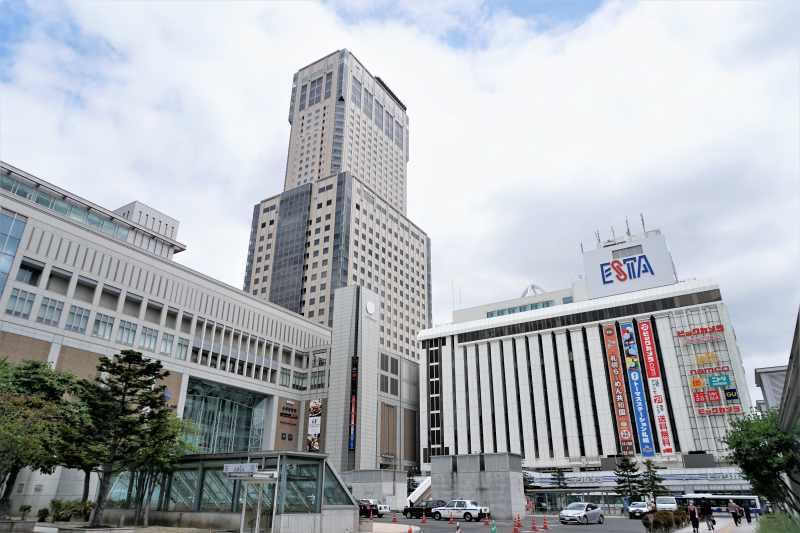 「グラッシェル 札幌ステラプレイス店」が入るJRタワーの外観