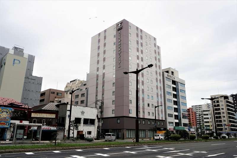 スマイルホテルプレミアム札幌すすきのの外観(遠くから)
