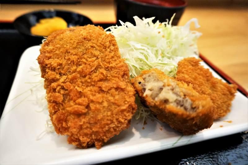 串鳥三番街店のコロッケ定食のコロッケ