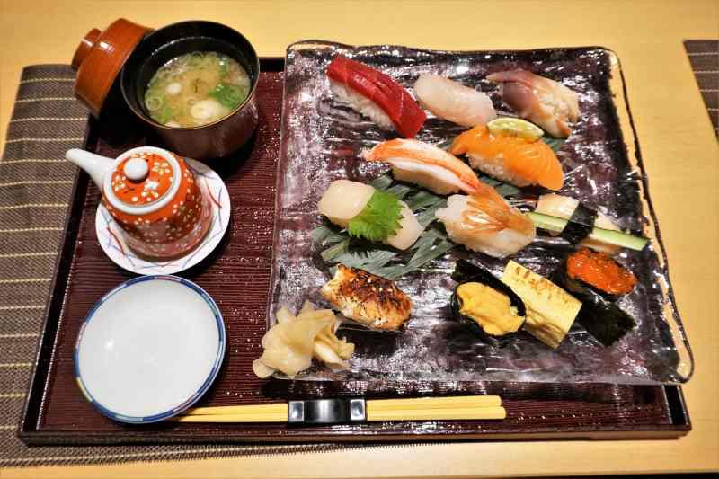 「に志づ可」の握り寿司