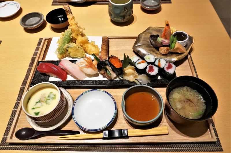「に志づ可」のお寿司と天ぷらのセットメニュー