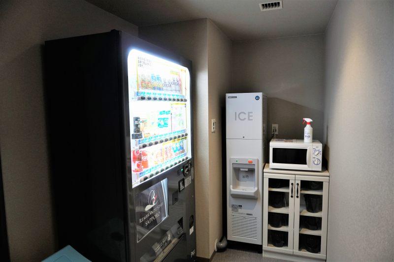 レンブラントスタイル札幌の製氷機と電子レンジ