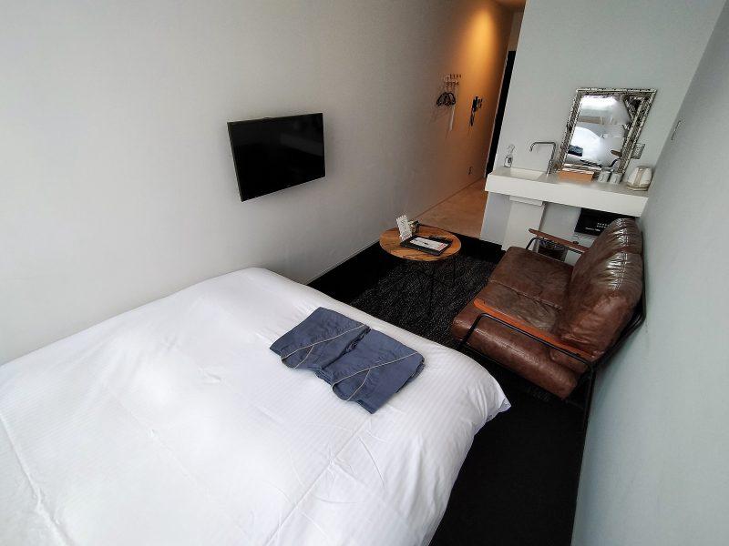 ホテルポットマムのダブルルームの室内