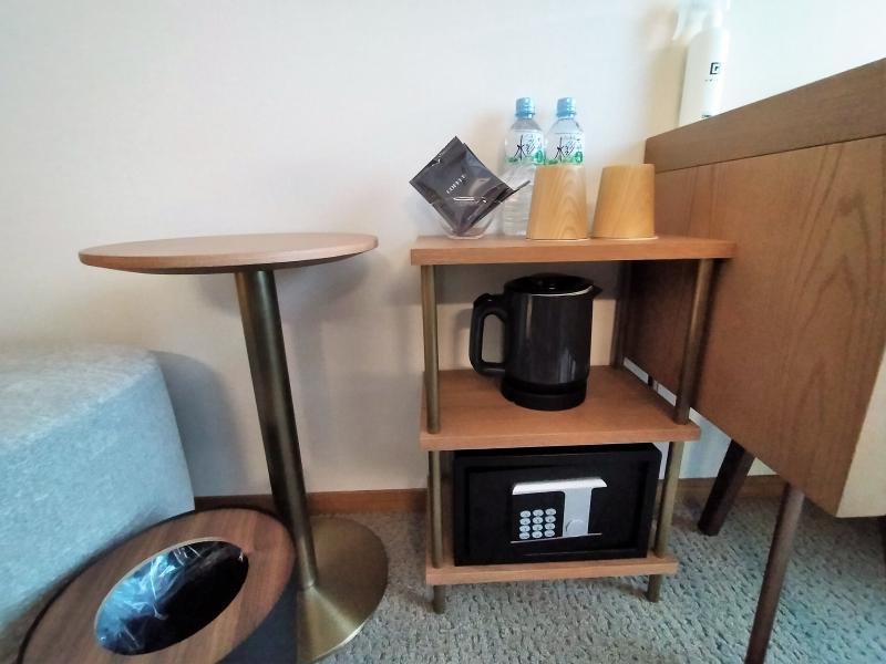 ザノット札幌のスタンダードツインルームの棚