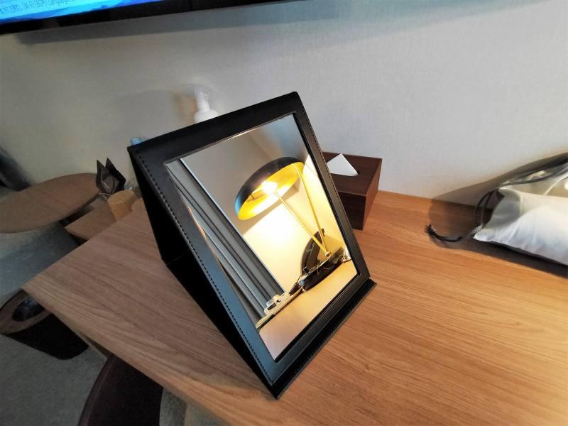 ザノット札幌のスタンダードツインルームの折り畳み式ミラー
