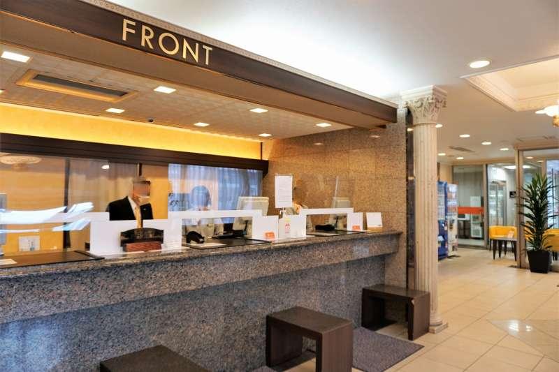 「プレミアホテルキャビン札幌」のフロント