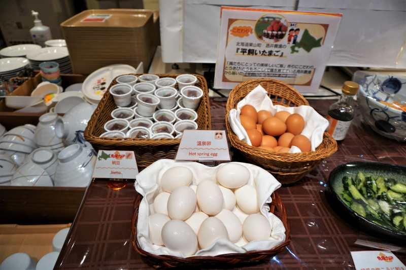 朝食ビュッフェの平飼い卵