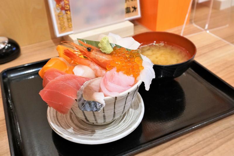 大磯の海鮮丼「大磯丼」