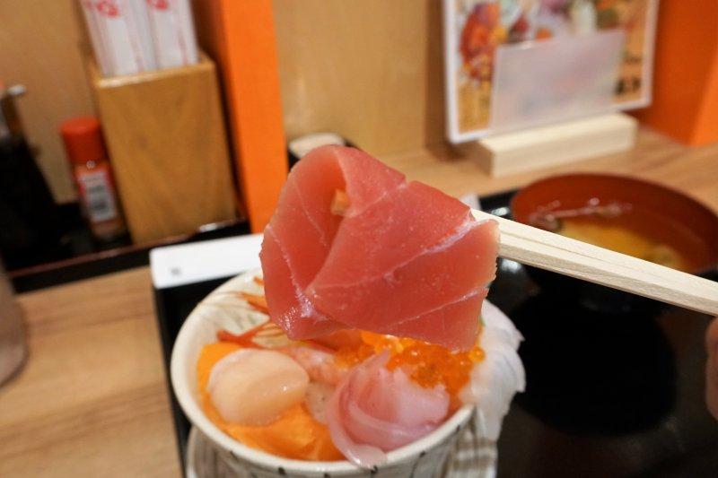「大磯丼」のバチマグロ