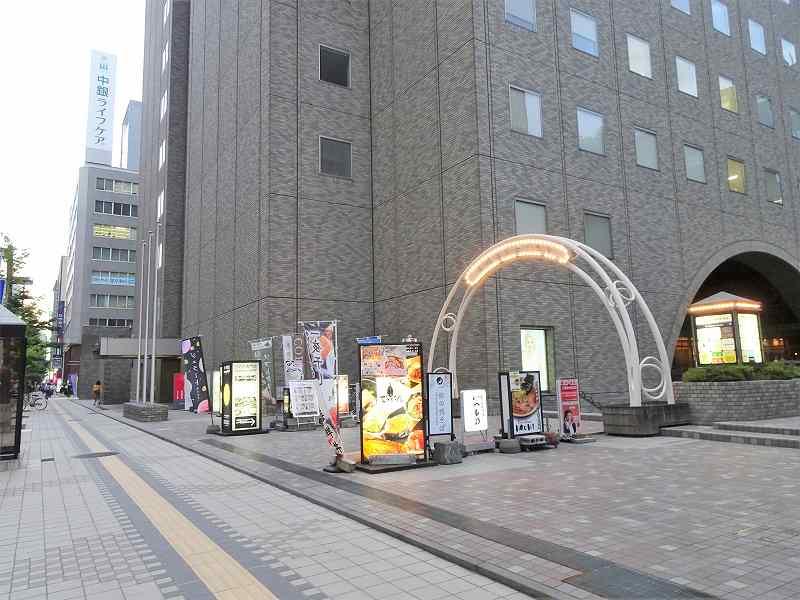 グレーの外壁の札幌時計台ビルの外観