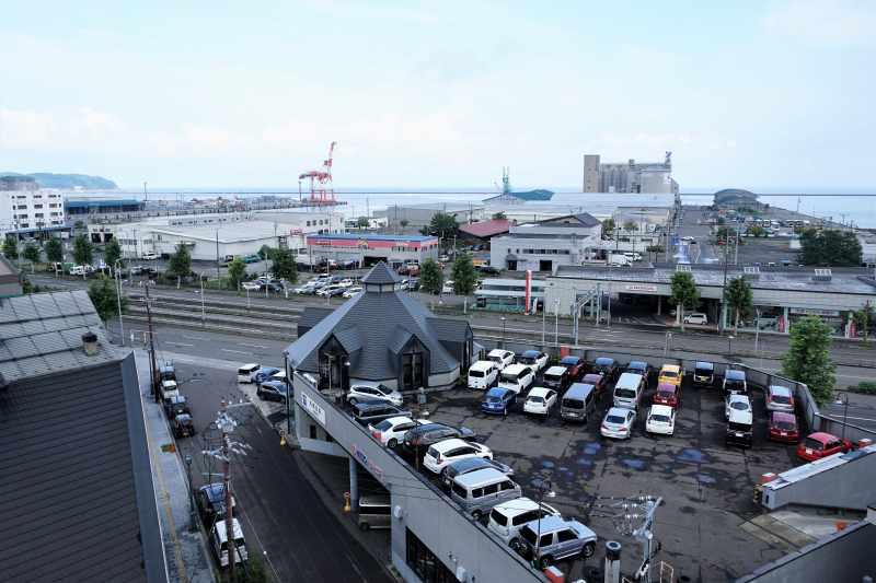 ルタオ本店展望室から眺める小樽港