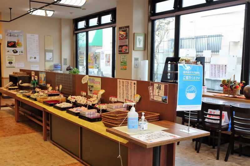 「小樽新倉屋」のカフェスペース
