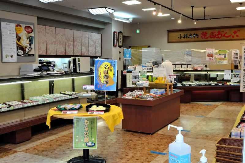 小樽新倉屋の店内