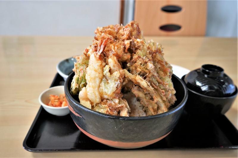 「レストラン味心」のキャベツ天丼