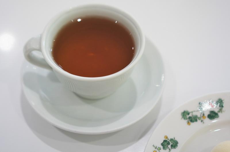 香檳ウーロン茶がテーブルに置かれている