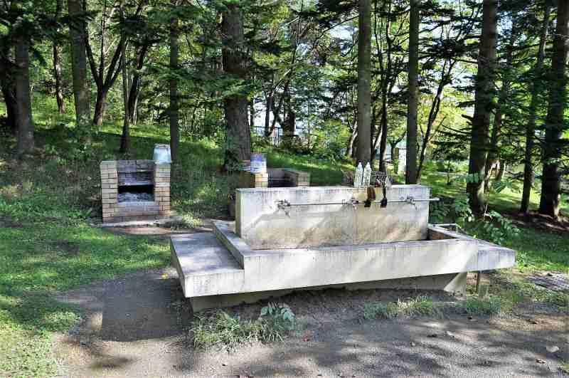 「栗山公園キャンプ場」の炊事場