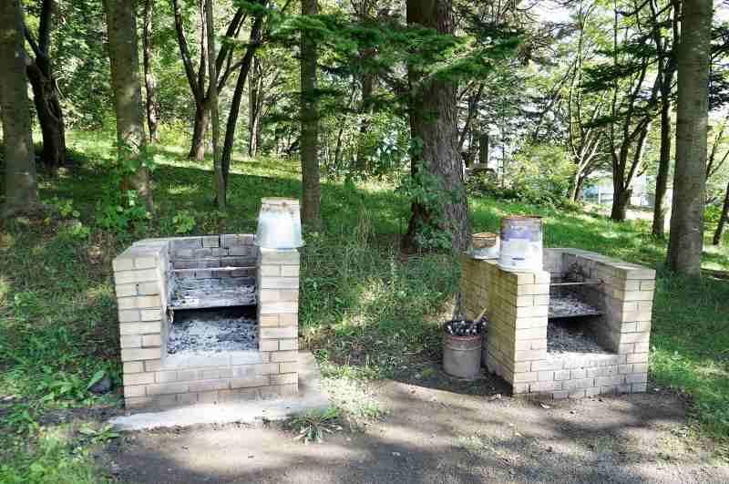 「栗山公園キャンプ場」の炭捨て場
