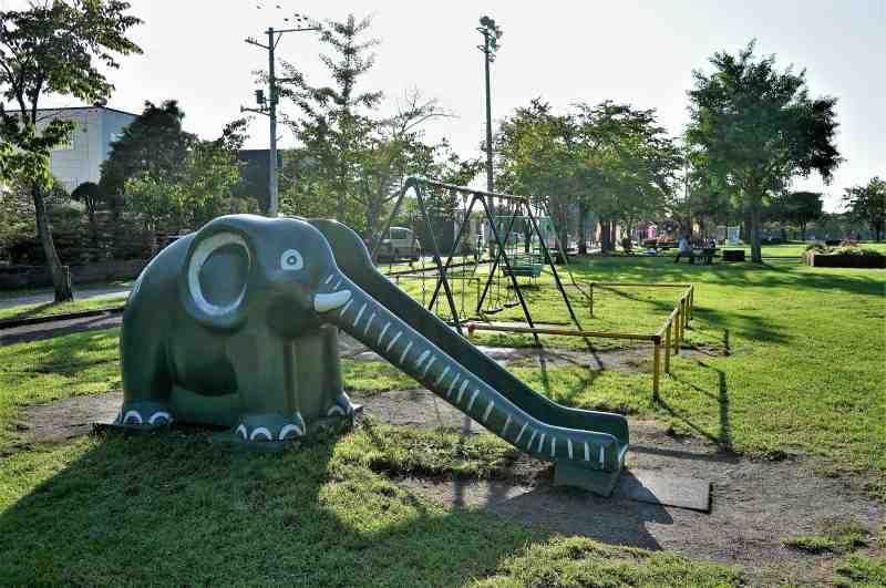 「栗山公園」の遊具
