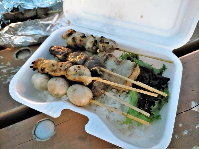 ウォルトで注文した「チカンプカムイ」の焼き鳥丼