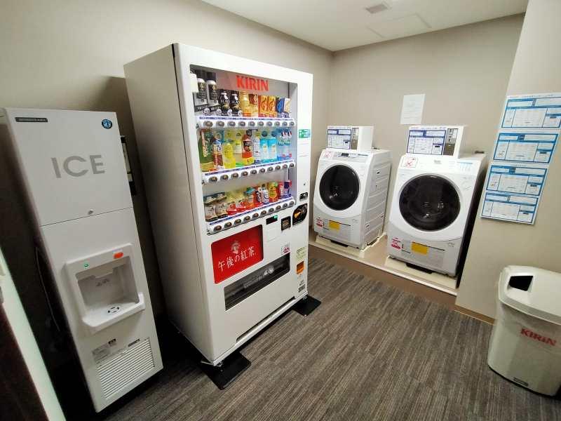 「ラ・ジェント・ステイ札幌大通」の自動販売機など