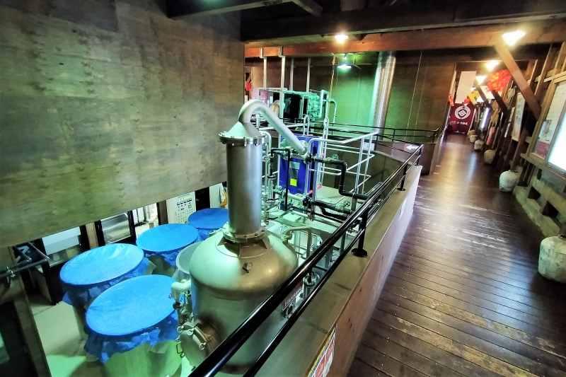 「田中酒造亀甲蔵」の製造所内