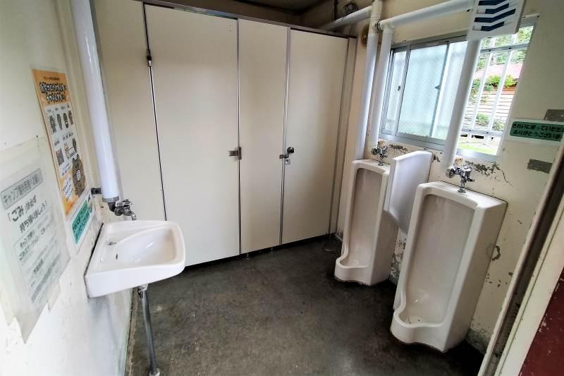 「三重湖公園キャンプ場」のトイレ