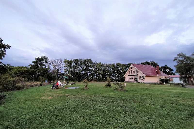 「三重湖公園キャンプ場」のテントサイト