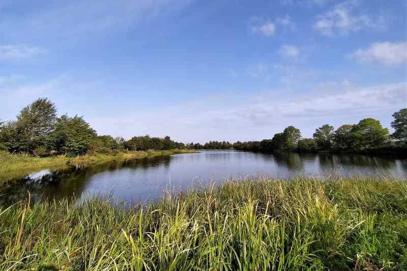 「三重湖公園キャンプ場」の湖
