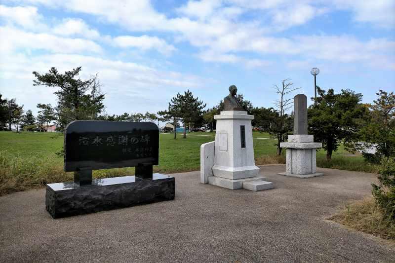 「三重緑地公園キャンプ場」の碑