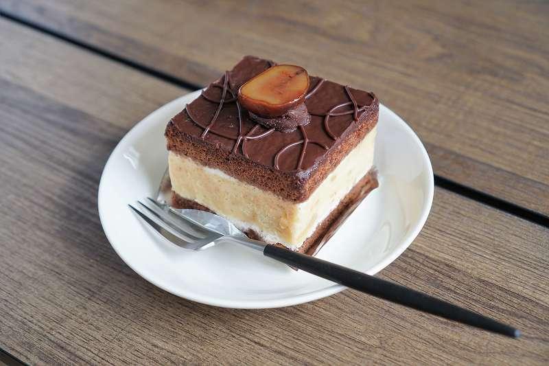 ショコラマロンがテーブルに置かれている