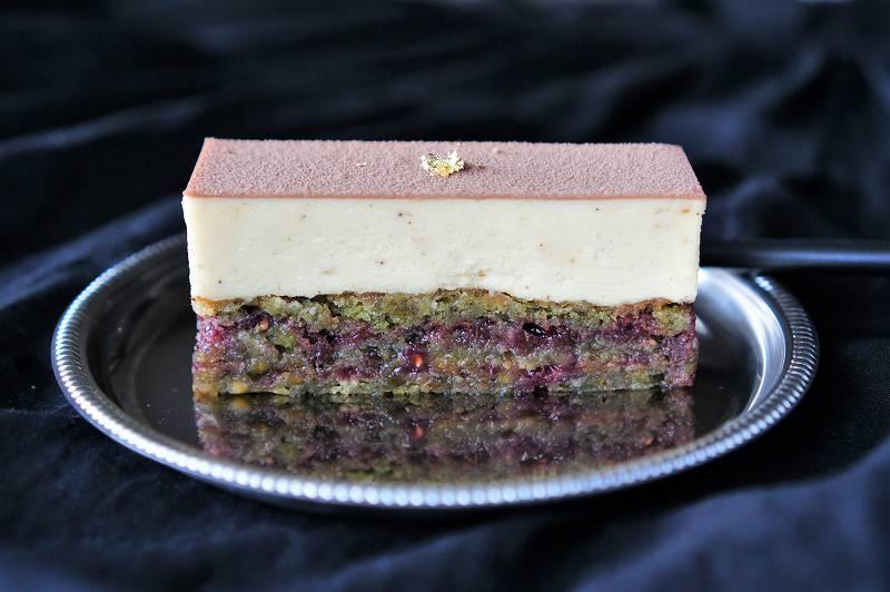 ケーキ「モンストル」の色鮮やかな断面