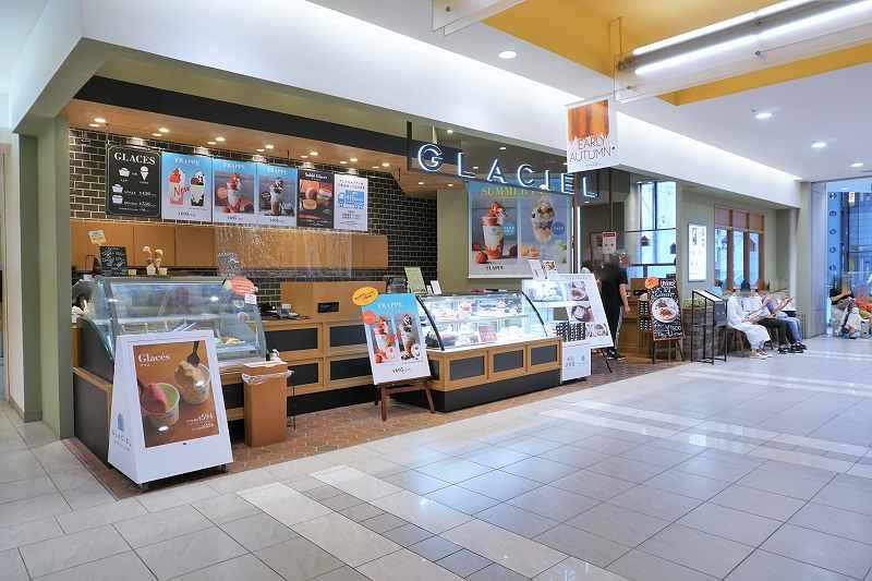 シックな色味のグラッシェル 札幌ステラプレイス店の外観