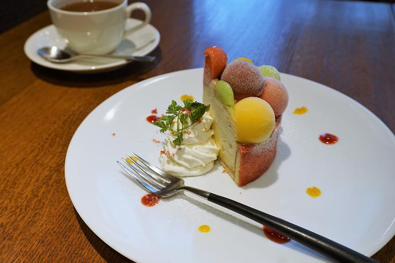 グラッシェル 札幌ステラプレイス店のバルーンドフリュイがテーブルに置かれている