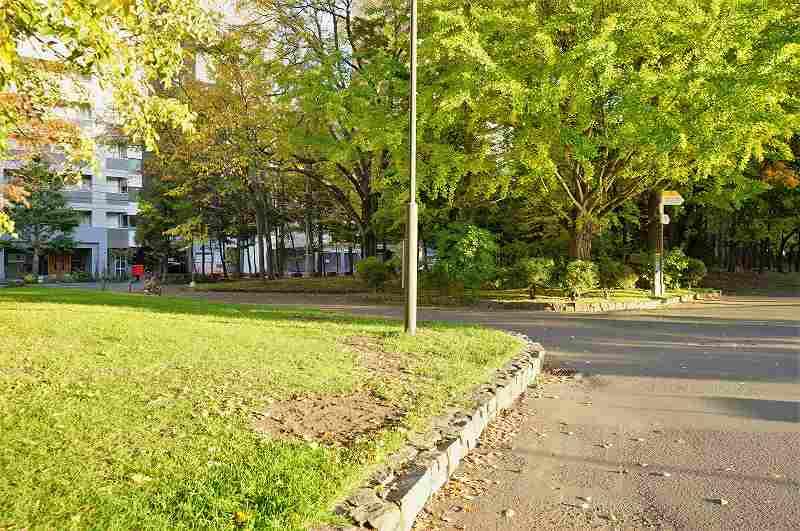 緑豊かな「中島公園」の出口付近の様子