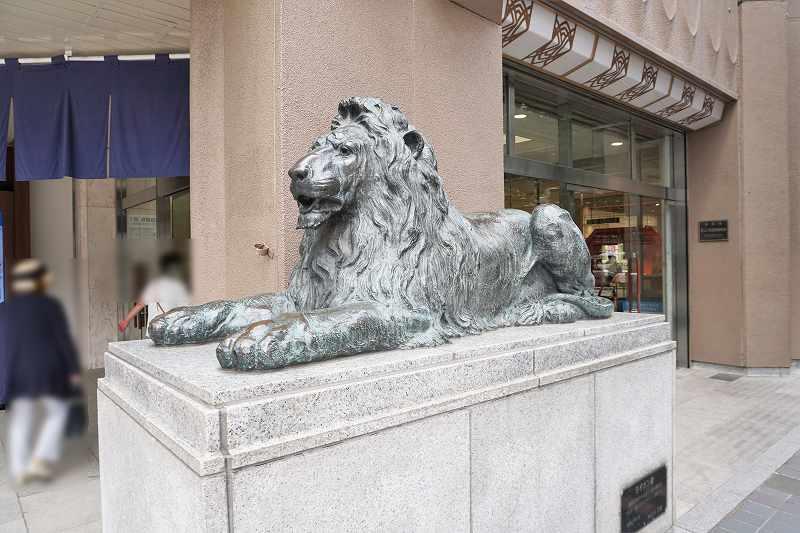 札幌三越のシンボル 1階入口前にあるライオン像