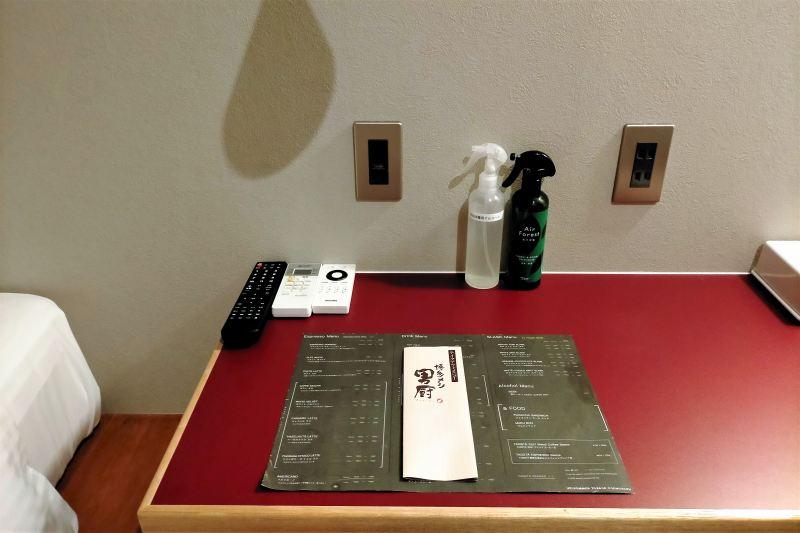 BUNSHODO HOTELのデスク