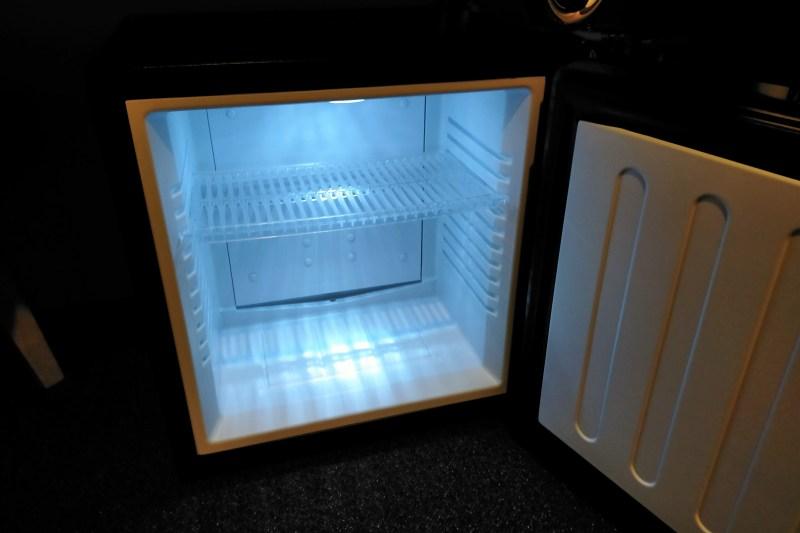 BUNSHODO HOTELの冷蔵庫