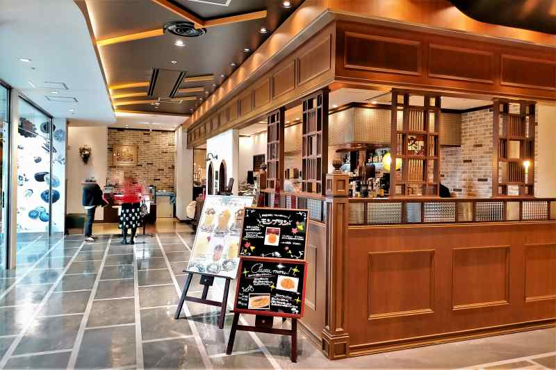 アミュプラザ長崎のカフェ&バー ウミノ