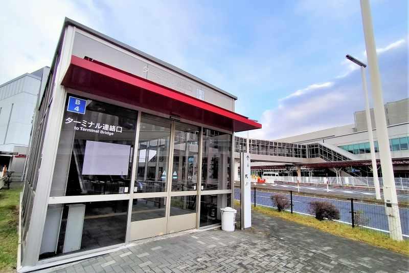 新千歳空港 B駐車場の連絡通路入口