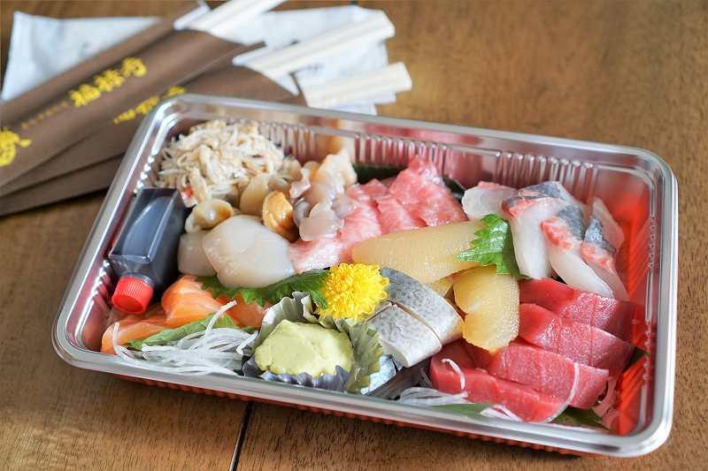 福禄寿のお刺身セットがテーブルに置かれている