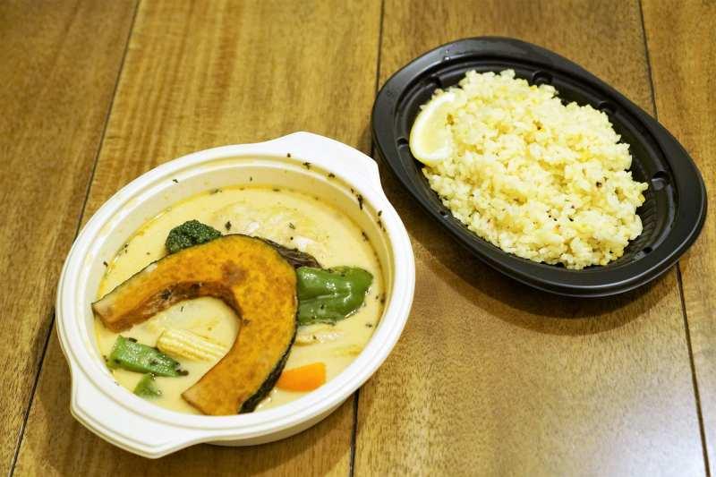 Woltで注文したイエローのスープカレー