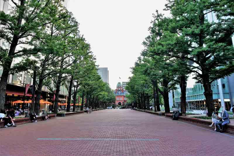 札幌市北3条通広場「アカプラ」